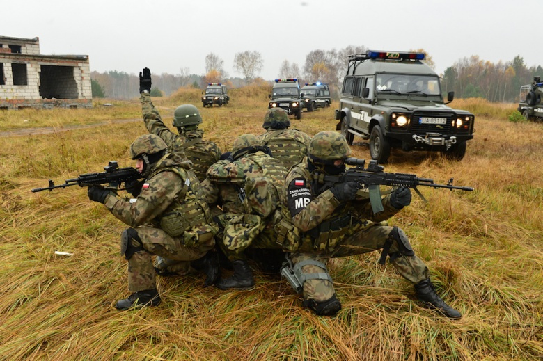Polish army military police​ soldiers during exercise Steadfast Jazz 2013. Flickr/U.S. Army Europe