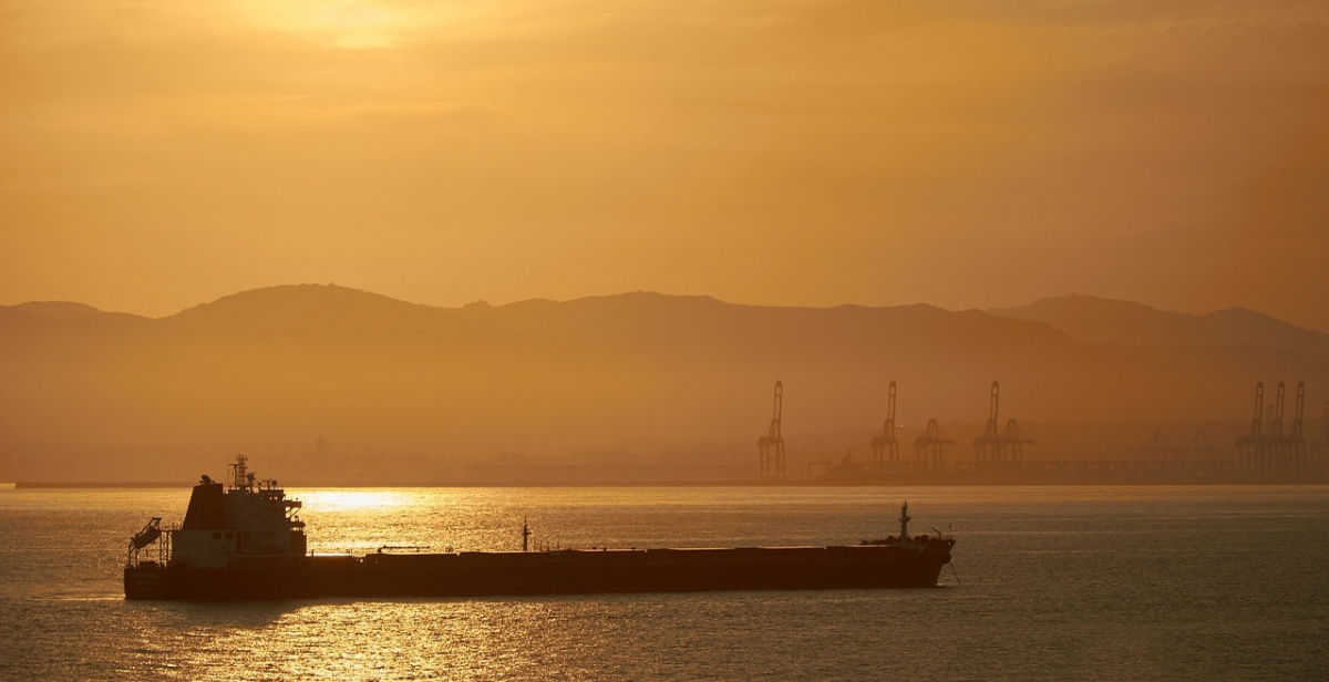Oil tanker at sunset. Pixabay/Public domain