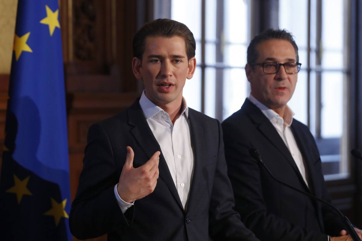 Head of the People's Party (OeVP) Sebastian Kurz (L) and head of the Freedom Party (FPOe) Heinz-Christian Strache address the media after their first round of coalition talks in Vienna, Austria, October 25, 2017. REUTERS/Leonhard Foeger​
