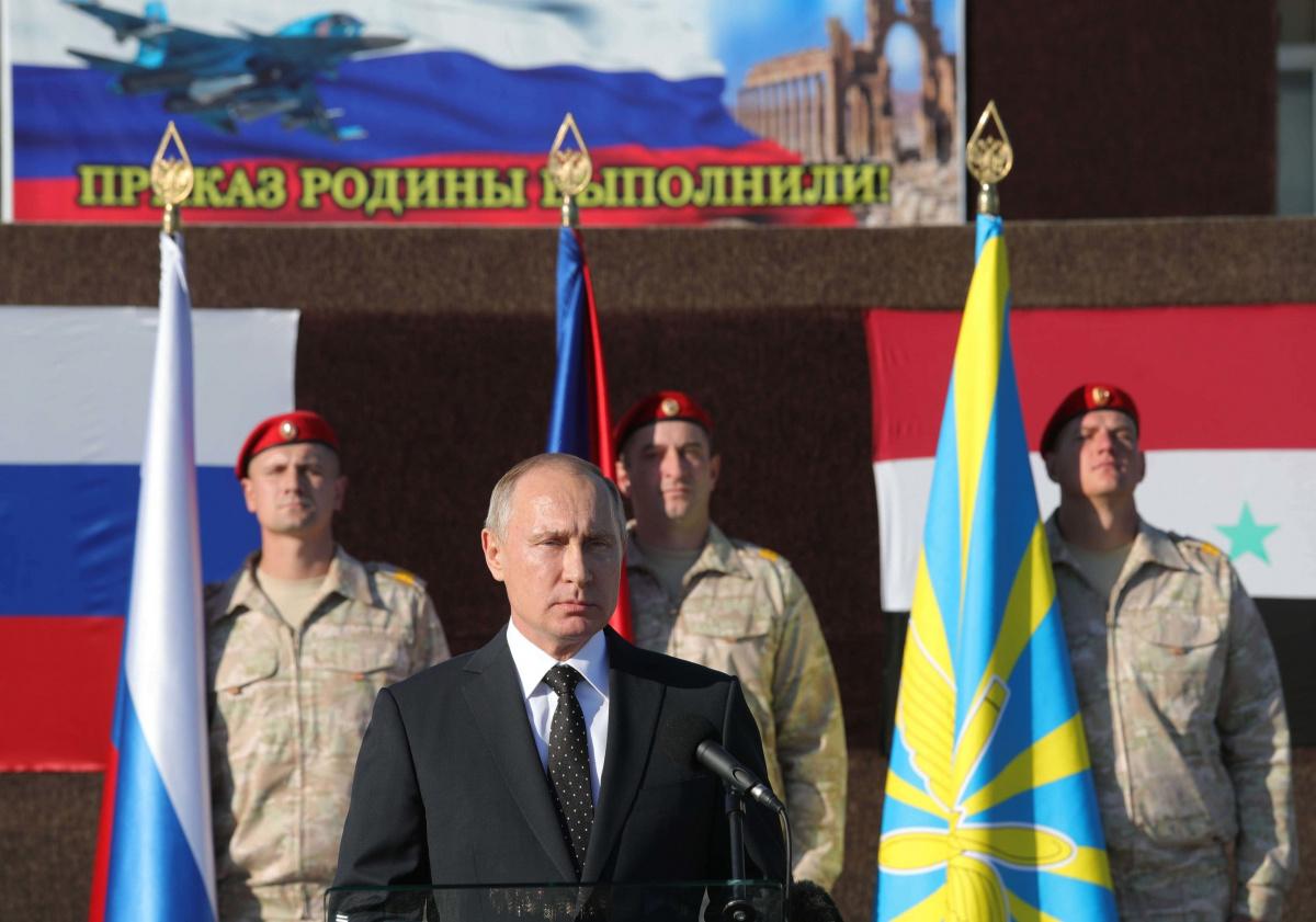Russian President Vladimir Putin addresses servicemen as he visits the Hmeymim air base in Latakia Province, Syria December 11, 2017. Sputnik/Mikhail Klimentyev/Sputnik via REUTERS