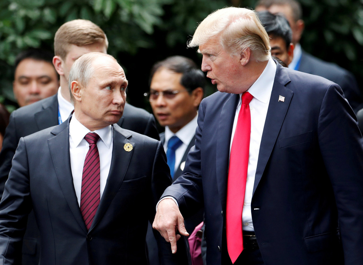 U.S. President Donald Trump and Russia's President Vladimir Putin talk during the family photo session at the APEC Summit in Danang, Vietnam November 11, 2017. REUTERS/Jorge Silva/File Photo