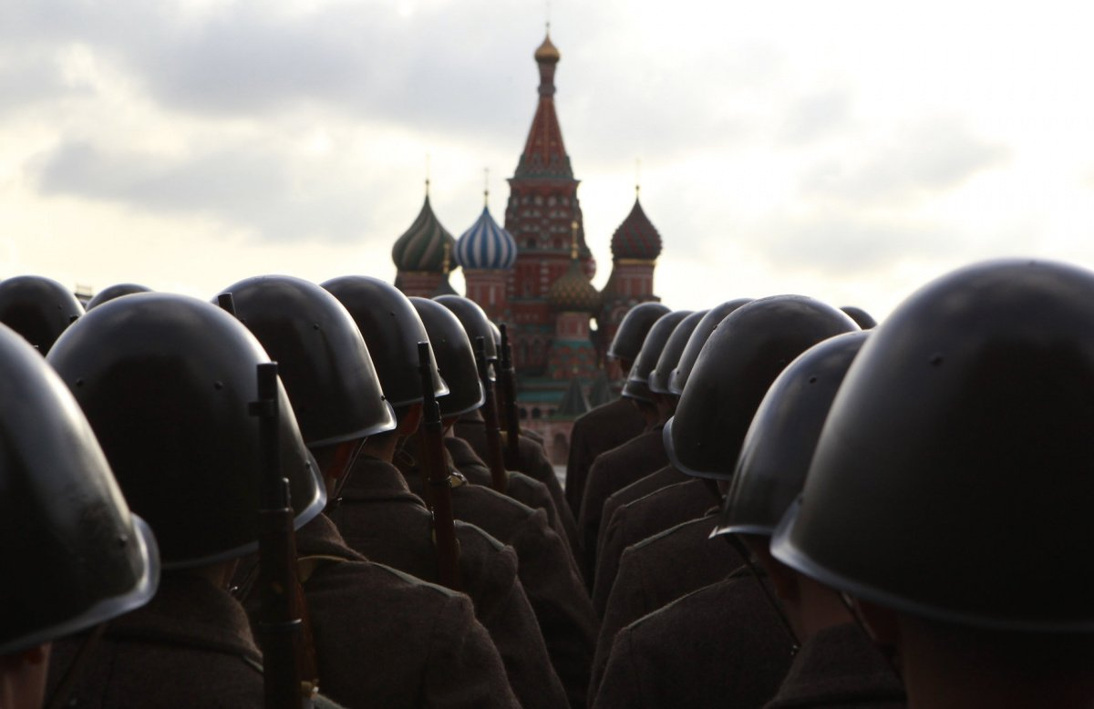 Russian servicemen, dressed in historical uniform, take part in a military parade rehearsal in Red Square, with St. Basil's Cathedral seen in the background, in Moscow November 5, 2012. The parade will be held on November 7 to mark the anniversary of a historical parade in 1941 when Soviet soldiers marched through Red Square towards the front lines at World War Two. REUTERS/Sergei Karpukhin