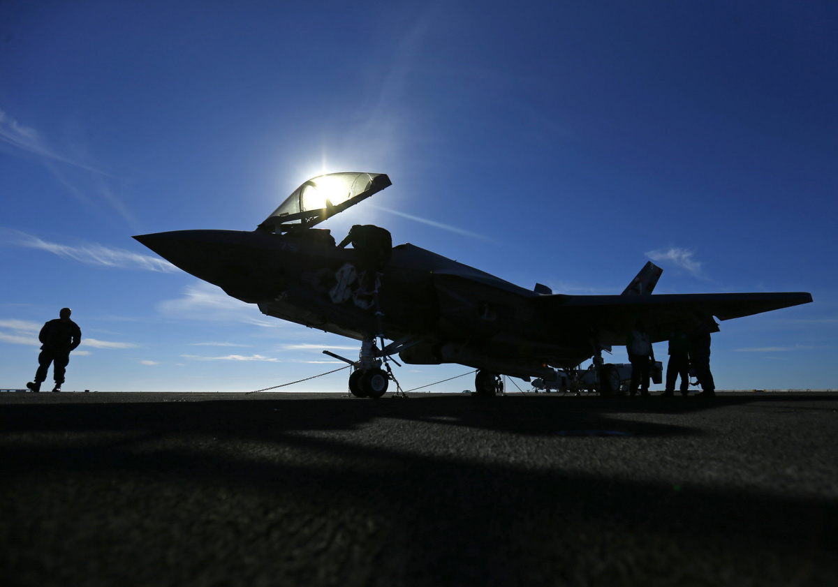 A Lockheed Martin Corp's F-35C Joint Strike Fighter is shown on the deck of the USS Nimitz aircraft carrier after making the plane's first ever carrier landing using its tailhook system, off the coast of California, November 3, 2014. Two Lockheed Martin Corp F-35C fighter jets landed successfully on the USS Nimitz on Monday, marking the new warplane's first landing on an aircraft carrier using its tailhook system. REUTERS/Mike Blake