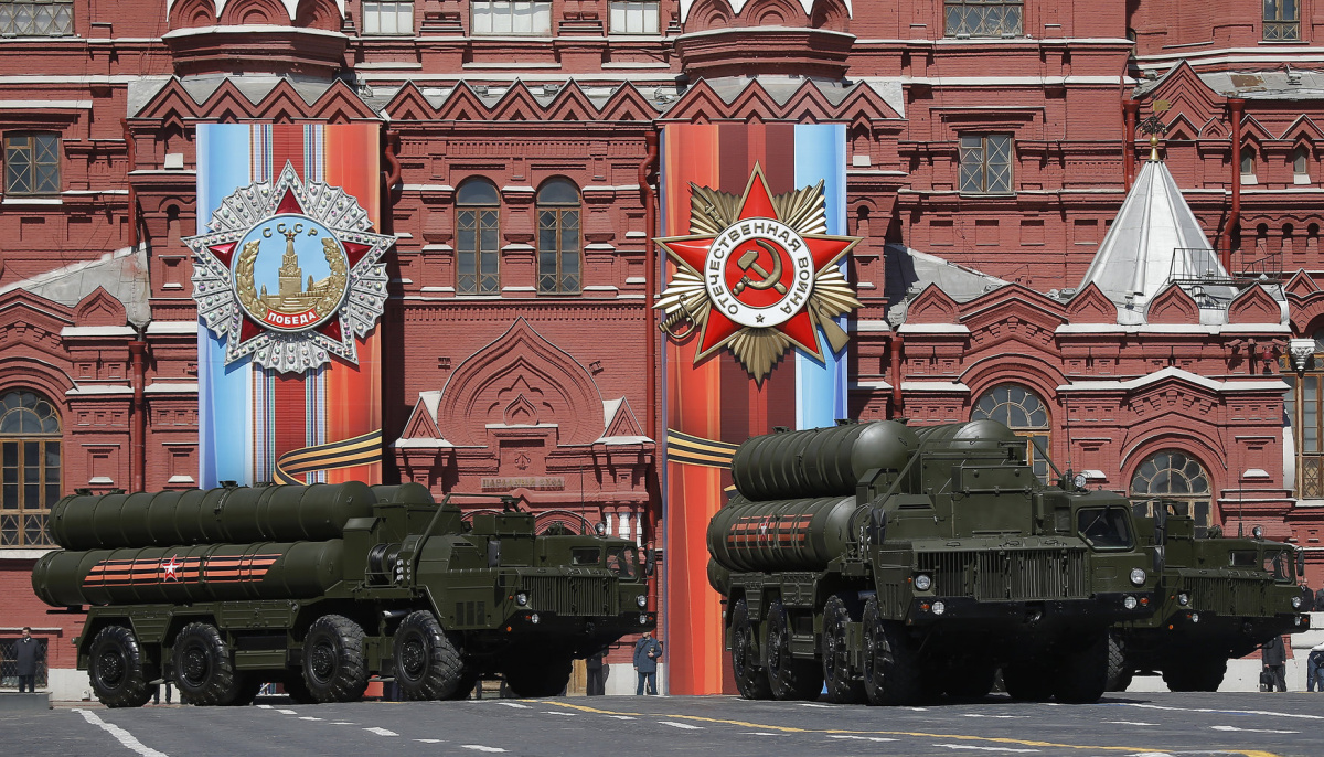 Moscow - Russia - 07/05/2017 - Russian army S-400 Triumph medium-range and long-range surface-to-air missile system rehearse before the World War II anniversary in Moscow. REUTERS/Maxim Shemetov