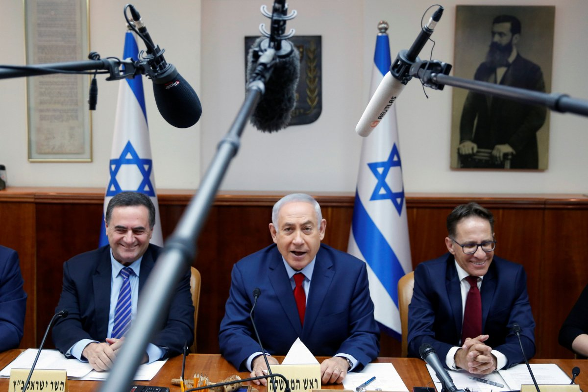 Israeli prime minister Benjamin Netanyahu attends the weekly cabinet meeting at his office in Jerusalem June 25, 2017. REUTERS/Ronen Zvulun