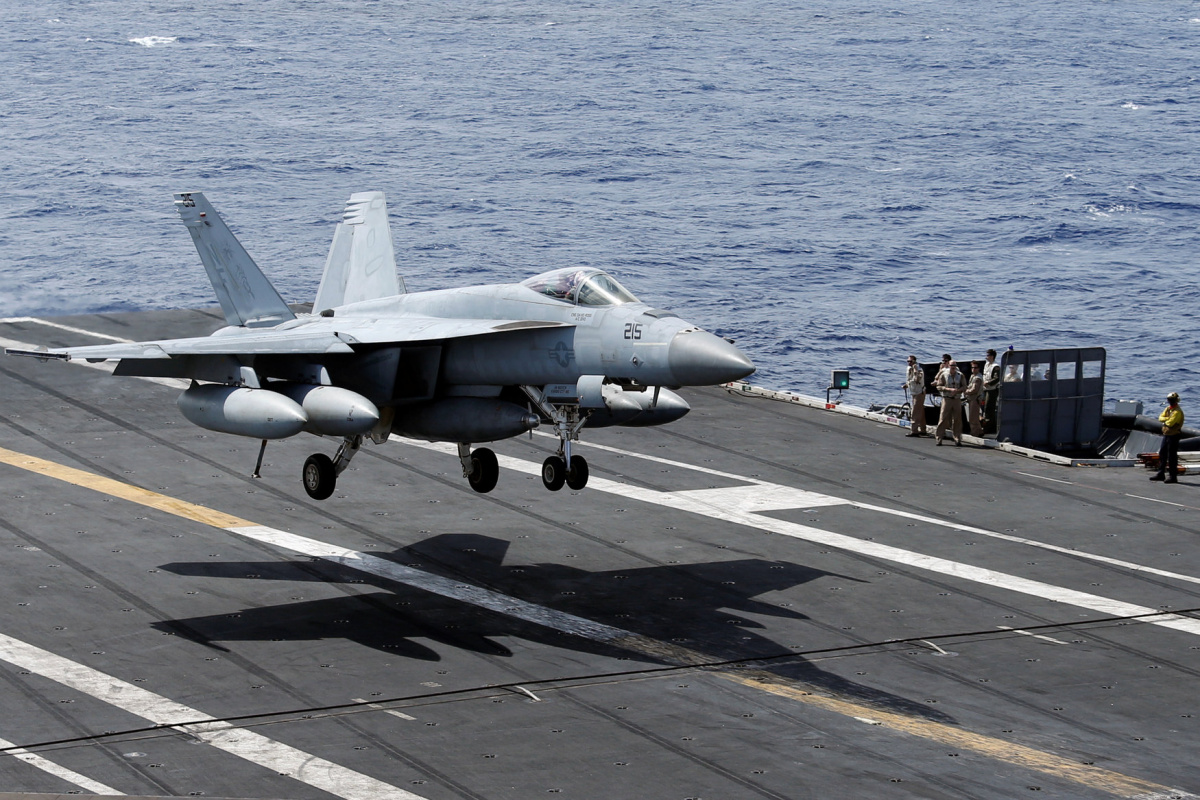 An F/A-18 Super Hornet lands on the deck of the USS Ronald Reagan in the South China Sea September 30, 2017. REUTERS/Bobby Yip