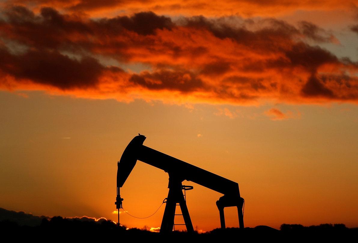 A oil pump is seen at sunset outside Scheibenhard, near Strasbourg, France, October 6, 2017 . REUTERS/Christian Hartmann