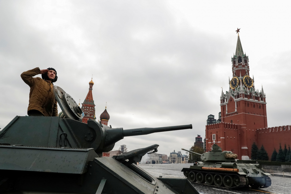 A Russian Army member salutes on a historical tank as he takes part in a rehearsal for a military parade to mark the anniversary of a historical parade in 1941, when Soviet soldiers marched towards the front lines at the Red Square in Moscow, Russia November 5, 2017. REUTERS/Grigory Dukor