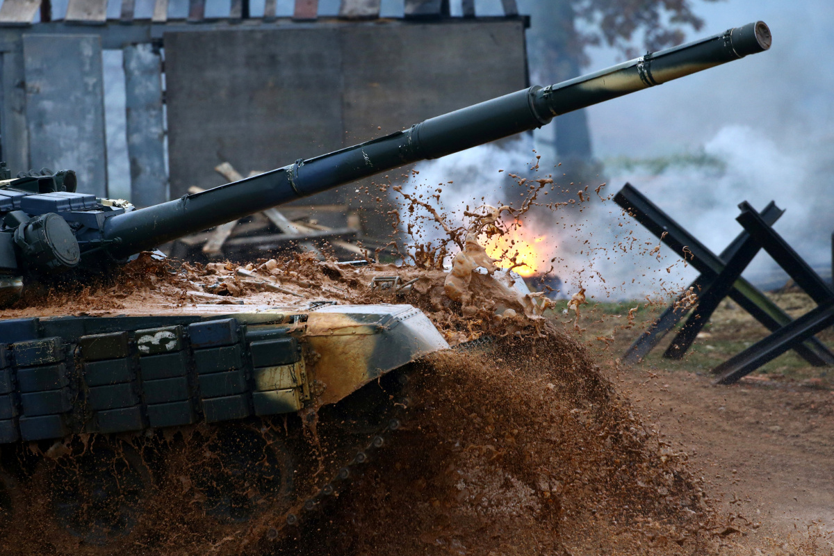 "A T-72 tank drives during the Tank Biathlon 2016 competition at the ""Stalin Line"" memorial near the village of Goroshki, Belarus October 22, 2016. REUTERS/Vasily Fedosenko​"
