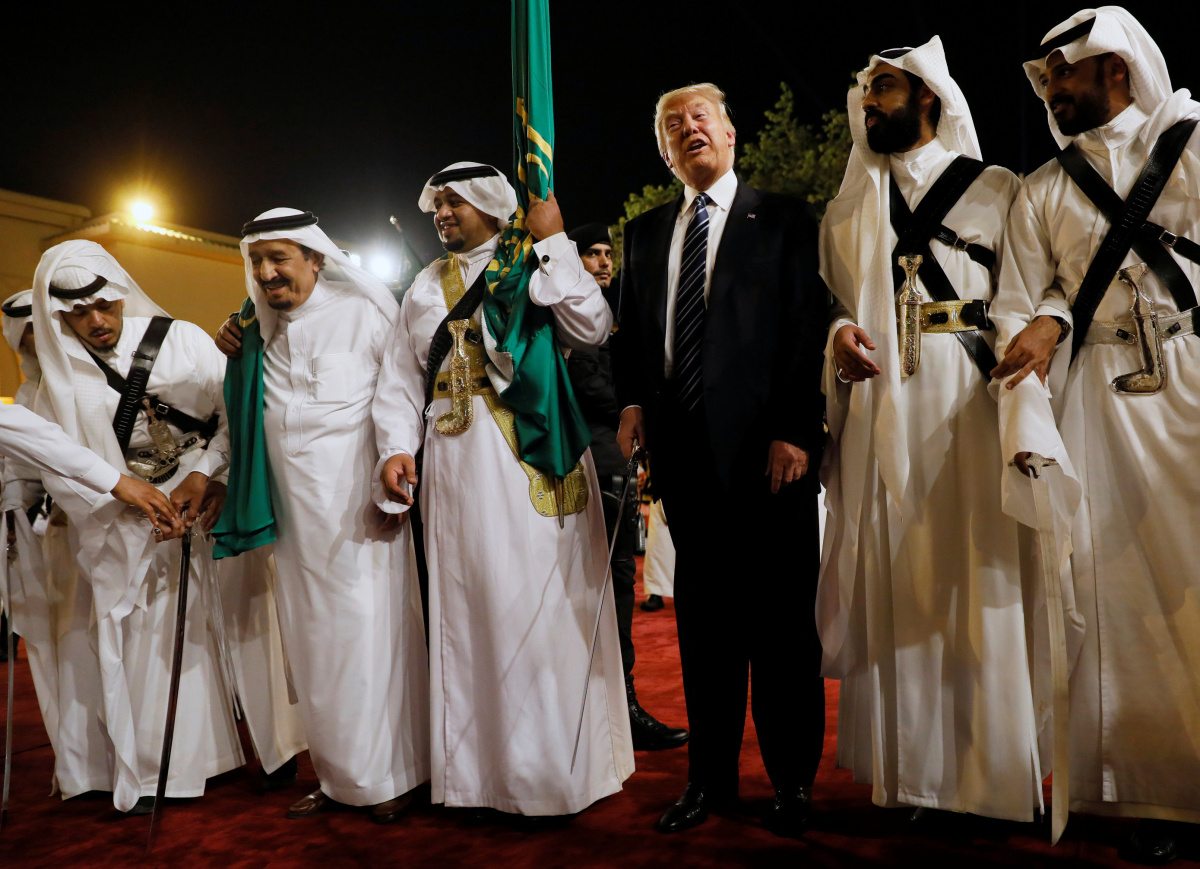 Saudi Arabia's King Salman bin Abdulaziz Al Saud (2nd L) welcomes President Donald Trump to dance with a sword during a welcome ceremony at Al Murabba Palace in Riyadh, Saudi Arabia May 20, 2017. REUTERS/Jonathan Ernst