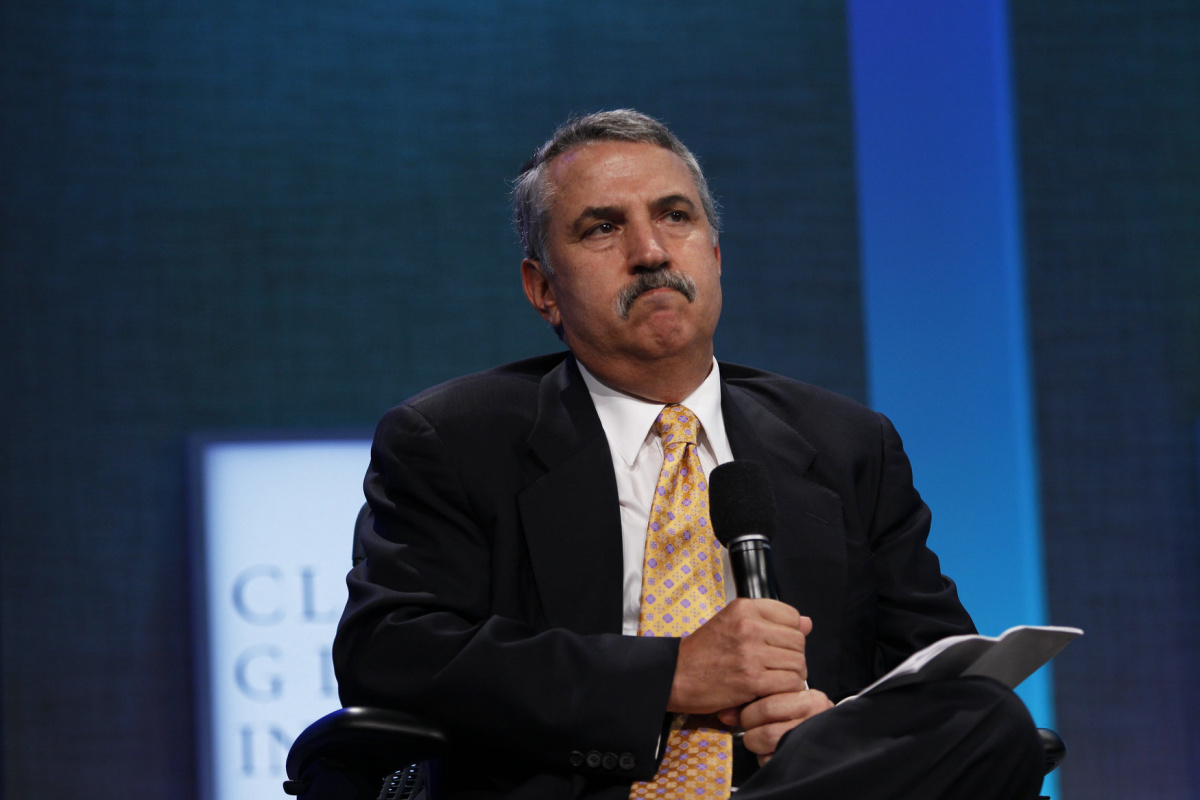 Journalist Thomas Friedman moderates a plenary session on strengthening market-based solutions during the Clinton Global Initiative in New York September 22, 2010. REUTERS/Lucas Jackson