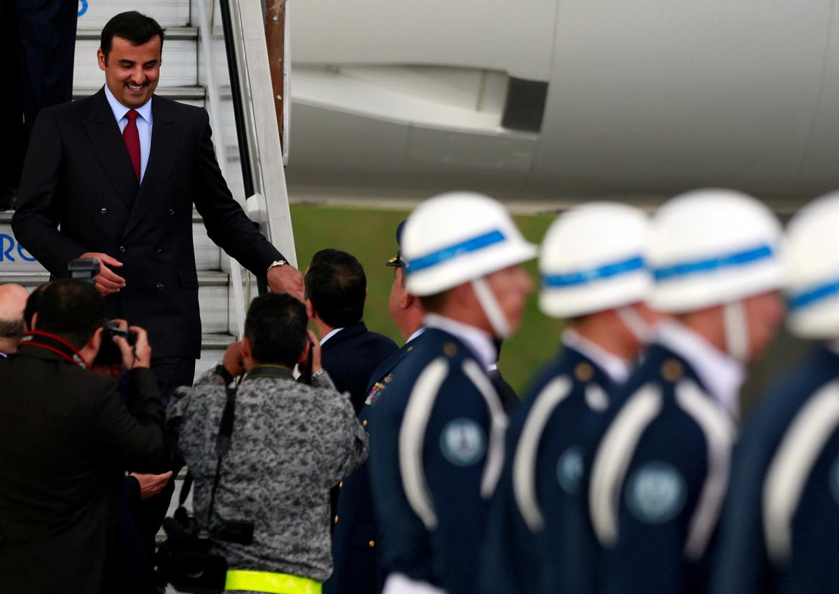Qatar's Emir Sheikh Tamim Bin Hamad Al-Thani (L) arrives at a military airport in Bogota, Colombia.
