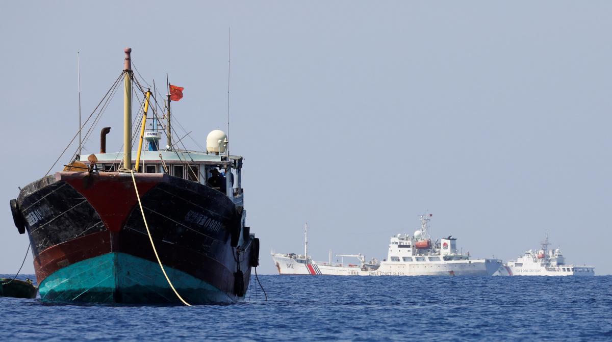 China Coast Guard vessels patrol past a Chinese fishing vessel at the disputed Scarborough Shoal, April 5, 2017. Reuters/Erik De Castro