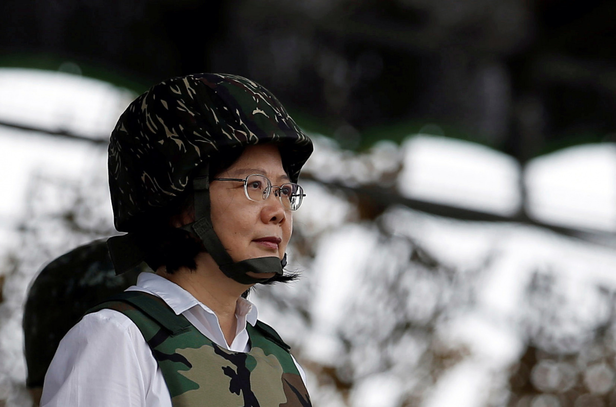 Taiwan President Tsai Ing-wen attends the annual Han Kuang military drill in Penghu, Taiwan May 25, 2017. REUTERS/Tyrone Siu