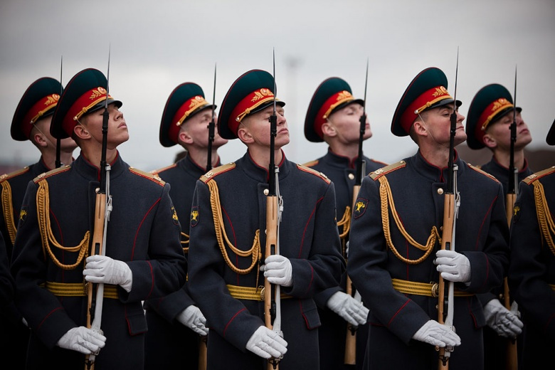 A Russian honor guard greets Dutch prime minister Mark Rutte and minister Melanie Schultz van Haegen. Wikimedia Commons/Mark Rutte