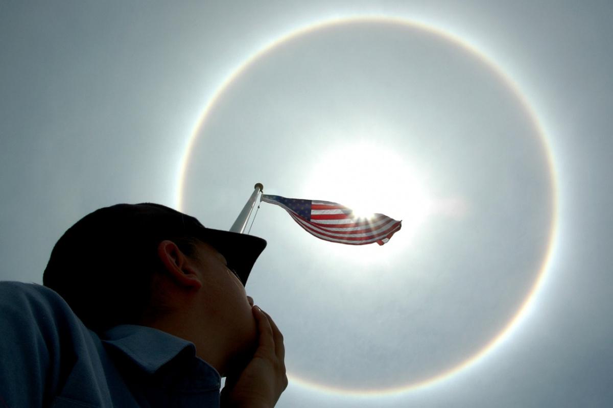 U.S. flag framed by the sun. Pixabay/Public domain