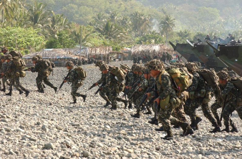 U.S. and Filipino Marines on a joint amphibious assault exercise in 2004 in the Philippines. Wikimedia Commons/U.S. Marine Corps