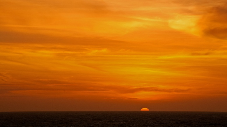 Sunset in the South China Sea. Flickr/@bvi4092