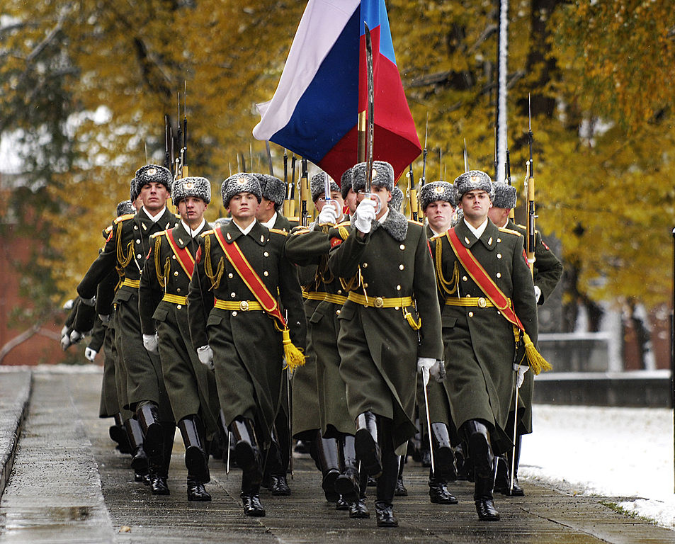 Russian honour guard during a wreath-laying ceremony at the Tomb of the Unknown Soldier in Moscow. Wikimedia Commons/U.S. Air Force