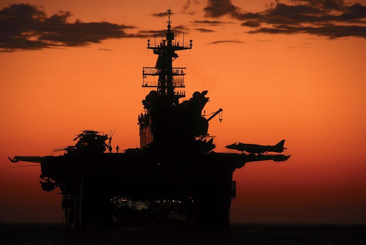 Aircraft carrier at sunset. Pixabay/Public domain