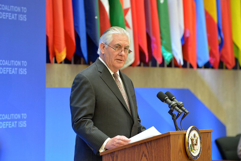 Rex Tillerson delivers opening remarks at the Meeting of the Ministers of the Global Coalition on the Defeat of ISIS. Wikimedia Commons/Department of State