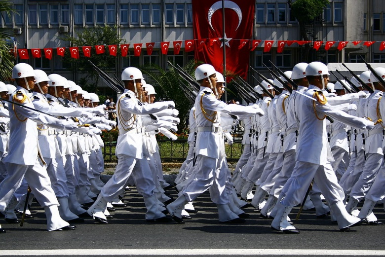 Military parade on Victory Day (August 30) in Turkey. Wikimedia Commons/@Nérostrateur.