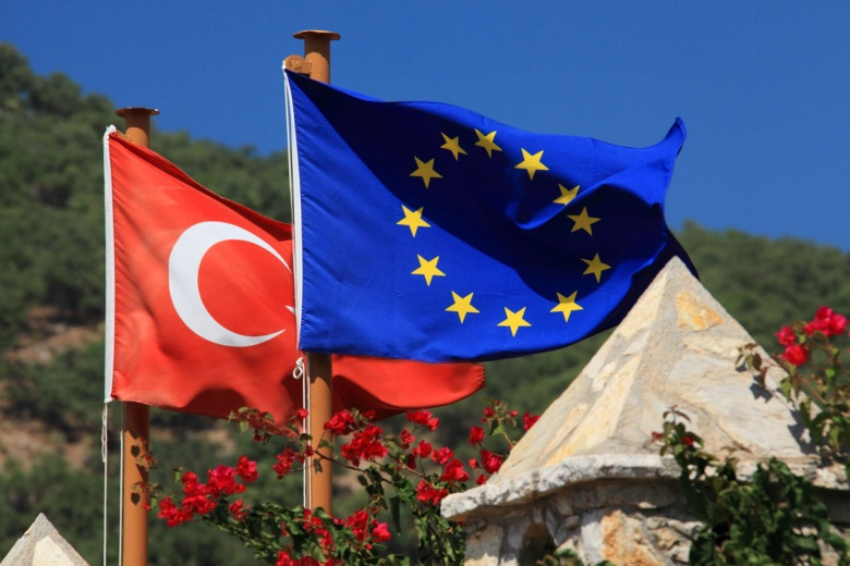 Flags of Turkey and the European Union. PublicDomainPictures/Vera Kratochvil