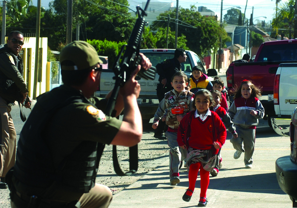 Schoolchildren under police protection in Tijuana. Flickr/Creative Commons/John S. and James L. Knight Foundation