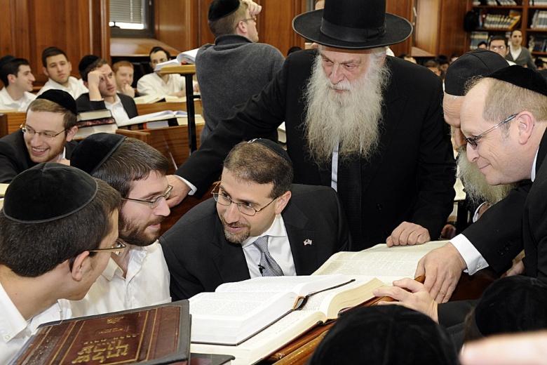 U.S. ambassador Dan Shapiro visits the Mir Yeshiva in Jerusalem. Flickr/U.S. Embassy Tel Aviv
