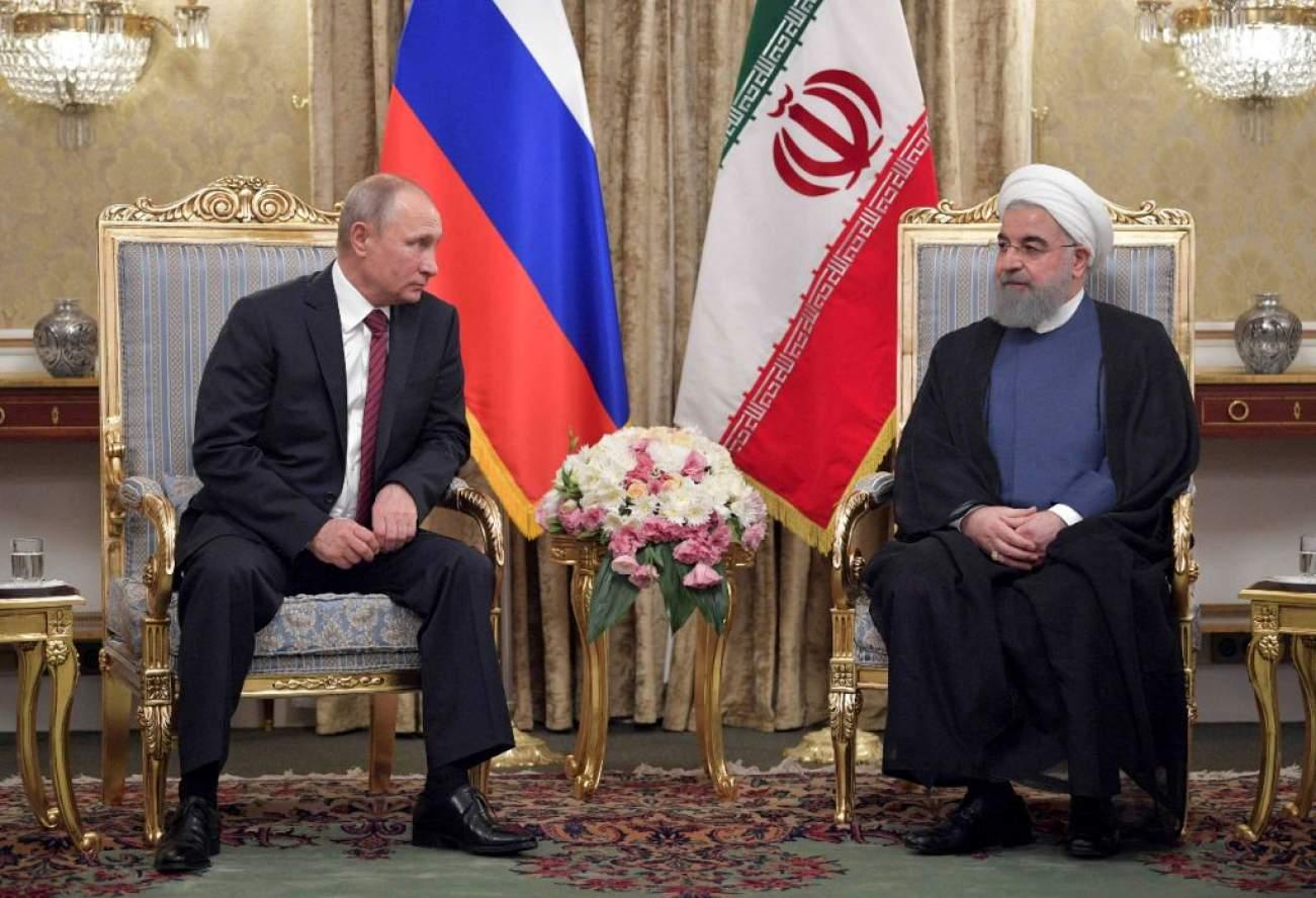 Russian President Vladimir Putin (L) meets with his Iranian counterpart Hassan Rouhani in Tehran, Iran November 1, 2017. Sputnik/Alexei Druzhinin/Kremlin via REUTERS