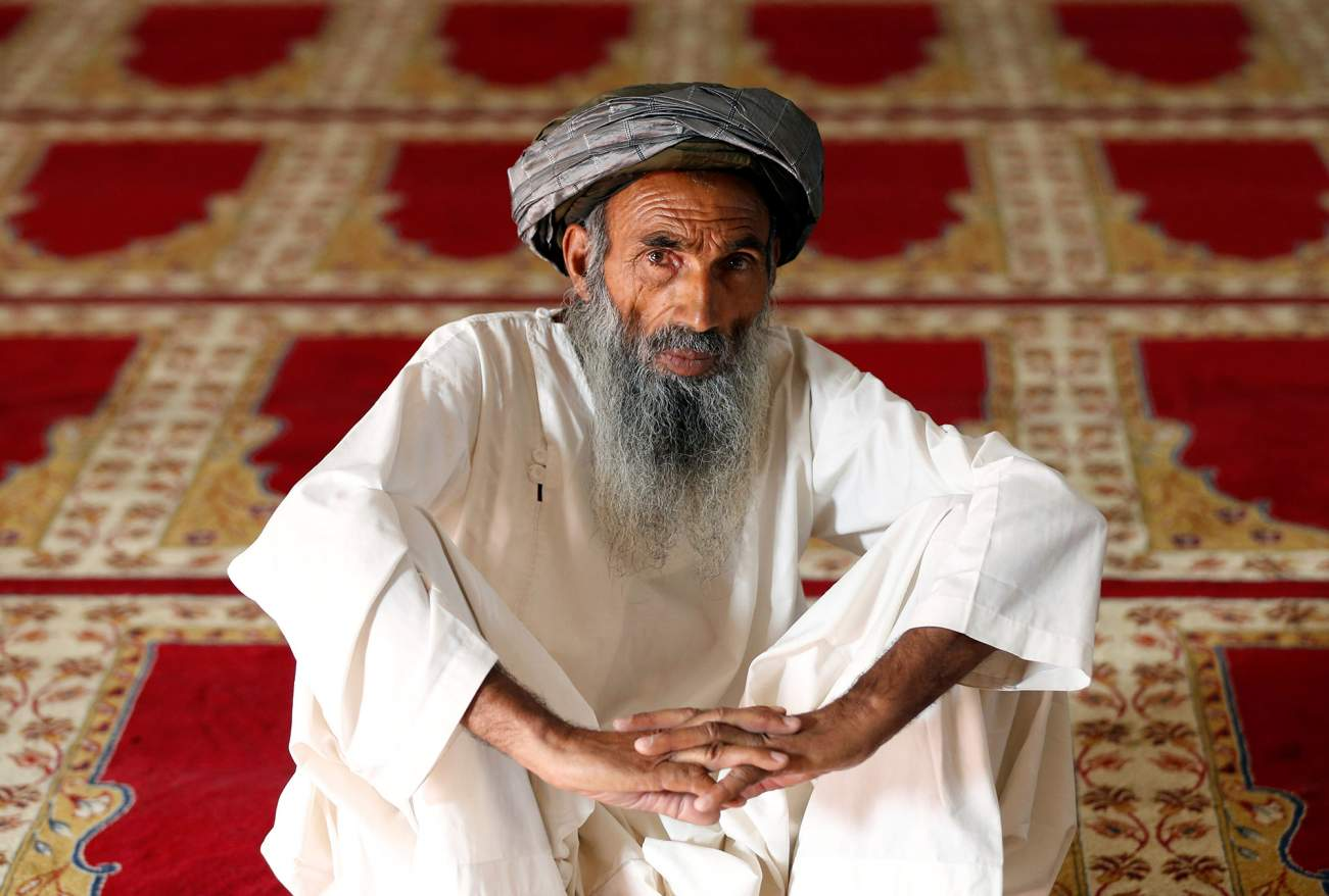 An Afghan man waits for the beginning of prayers in a mosque on the first day of the holy month of Ramadan in Kabul, Afghanistan May 27, 2017. REUTERS/Mohammad Ismail.