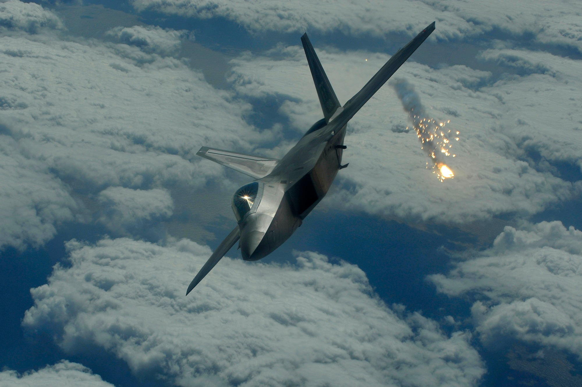 Who Flies Away When an F-22 Raptor And Russia's Su-57 Do Battle?