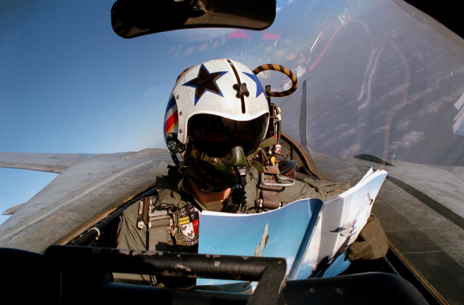 The Secret Story of This F-14 Fighter Pilot Cockpit Selfie Is Pure