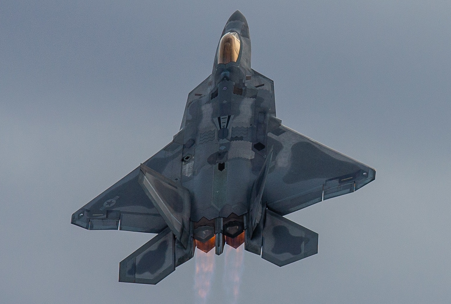 There Is Only 1 Way To Make the F-22 and F-35 Better: Stealth Refueling Tankers