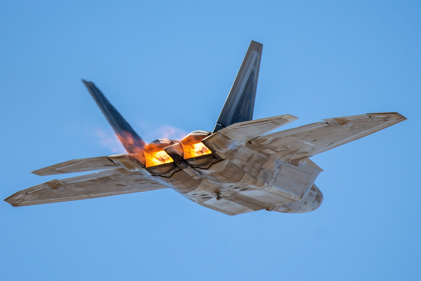 Crazy Thought: An F-22 and F-35 Get Into a Dogfight (Who Wins?)