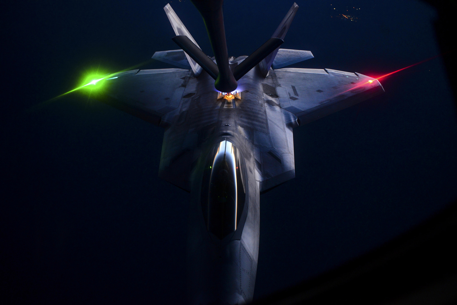 Stealth Video: Watch an F-22 Raptor Through a Nightvision Camera Do Something Impressive
