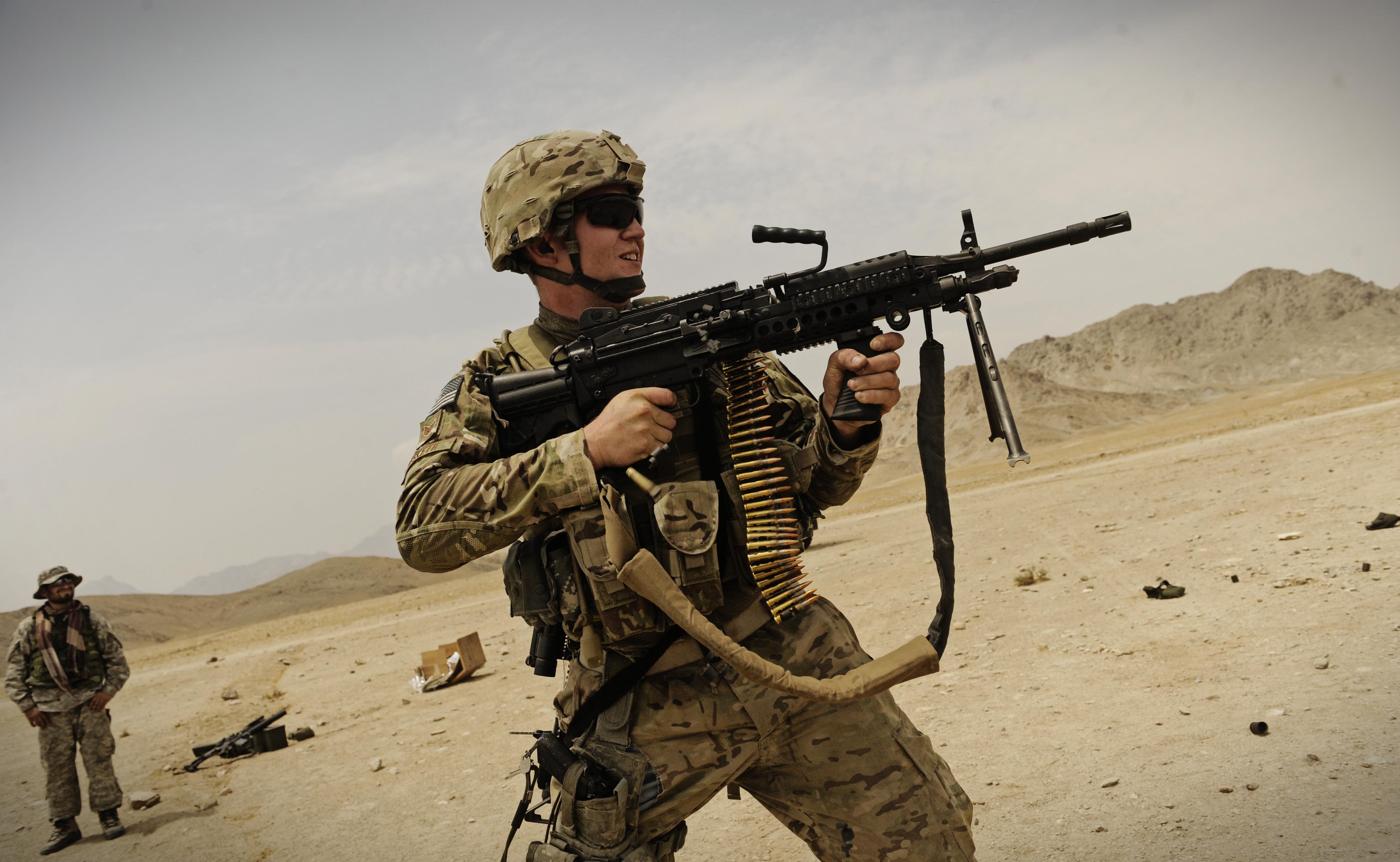 Meet the Super SAW Machine Gun (And Why the U.S. Military Loves It)