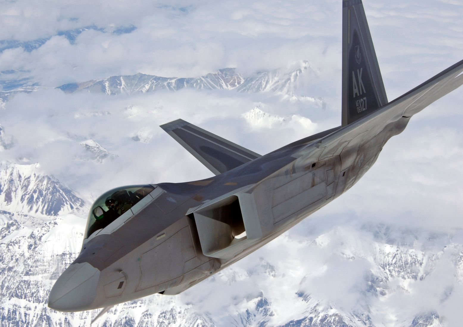 Unstealthed: This Is How Easily the F-22 Can Lose Its Radar-Absorbing