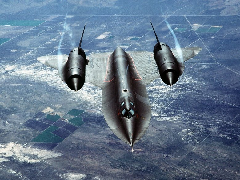 SR-71: Why Is the World's Fastest Plane in a Museum? | The