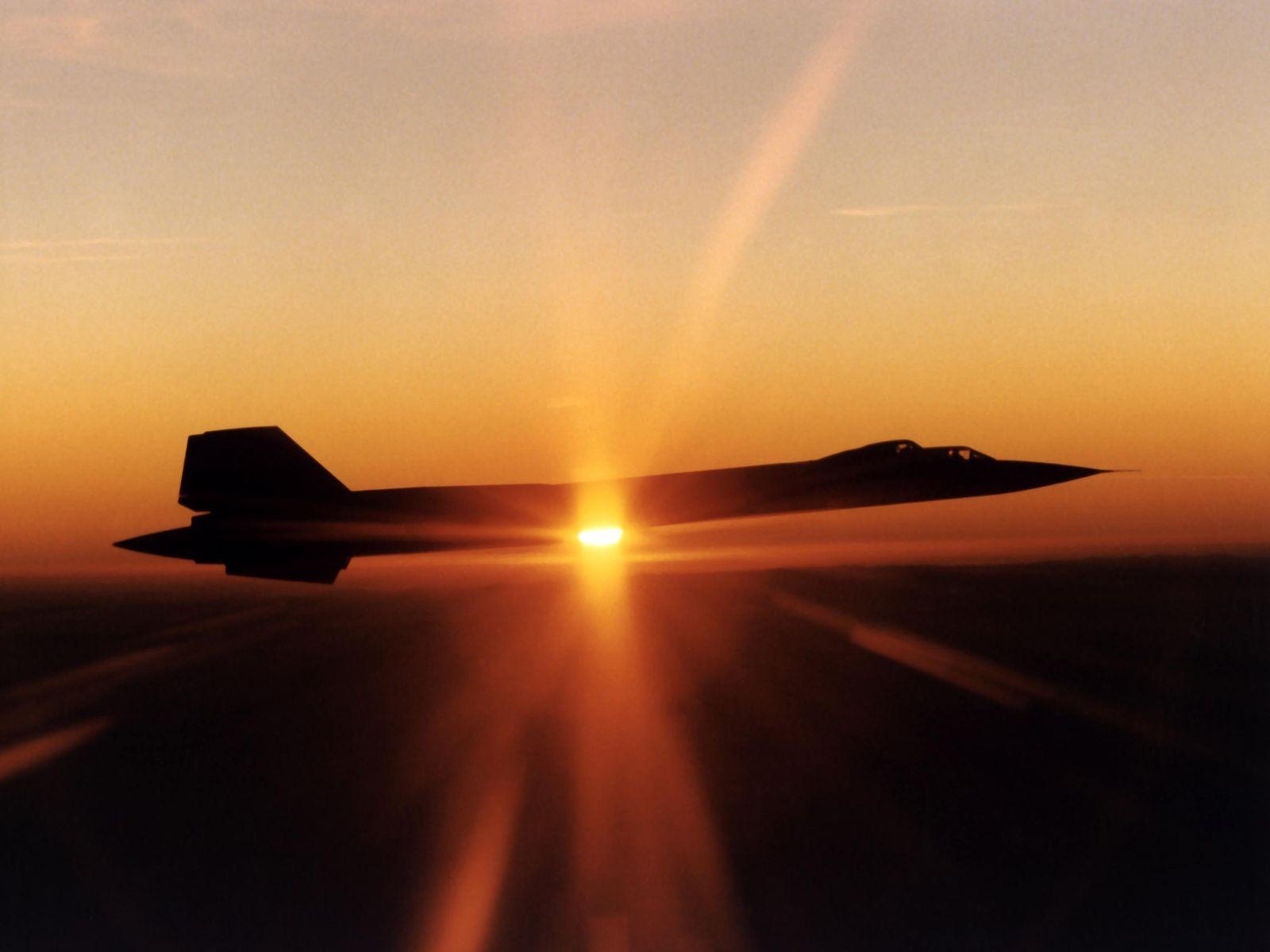 Supersonic Showdown: Russia's MiG-31 vs. America's SR-71 Spy Plane