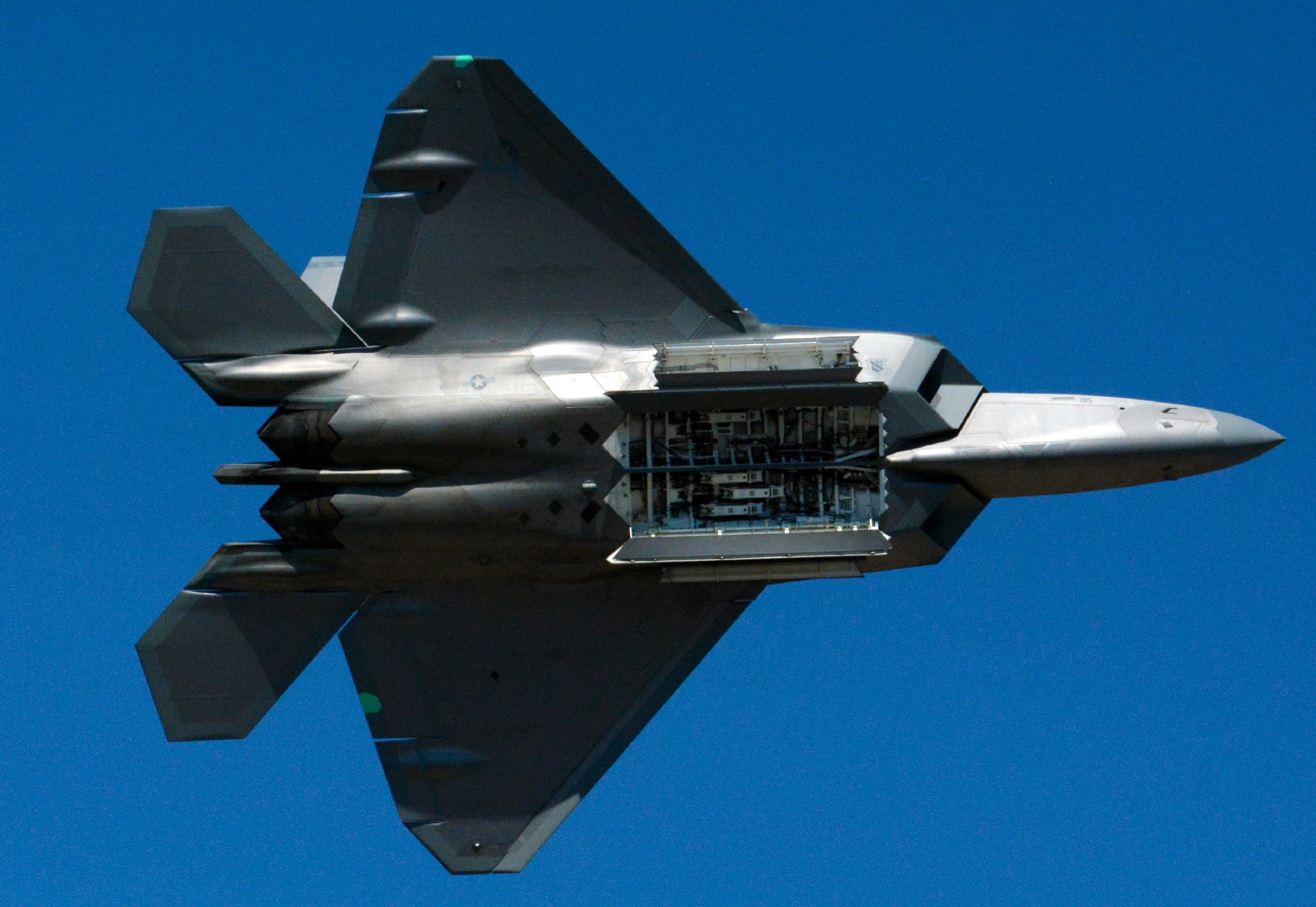 Why the F-35 is No F-22 Substitute