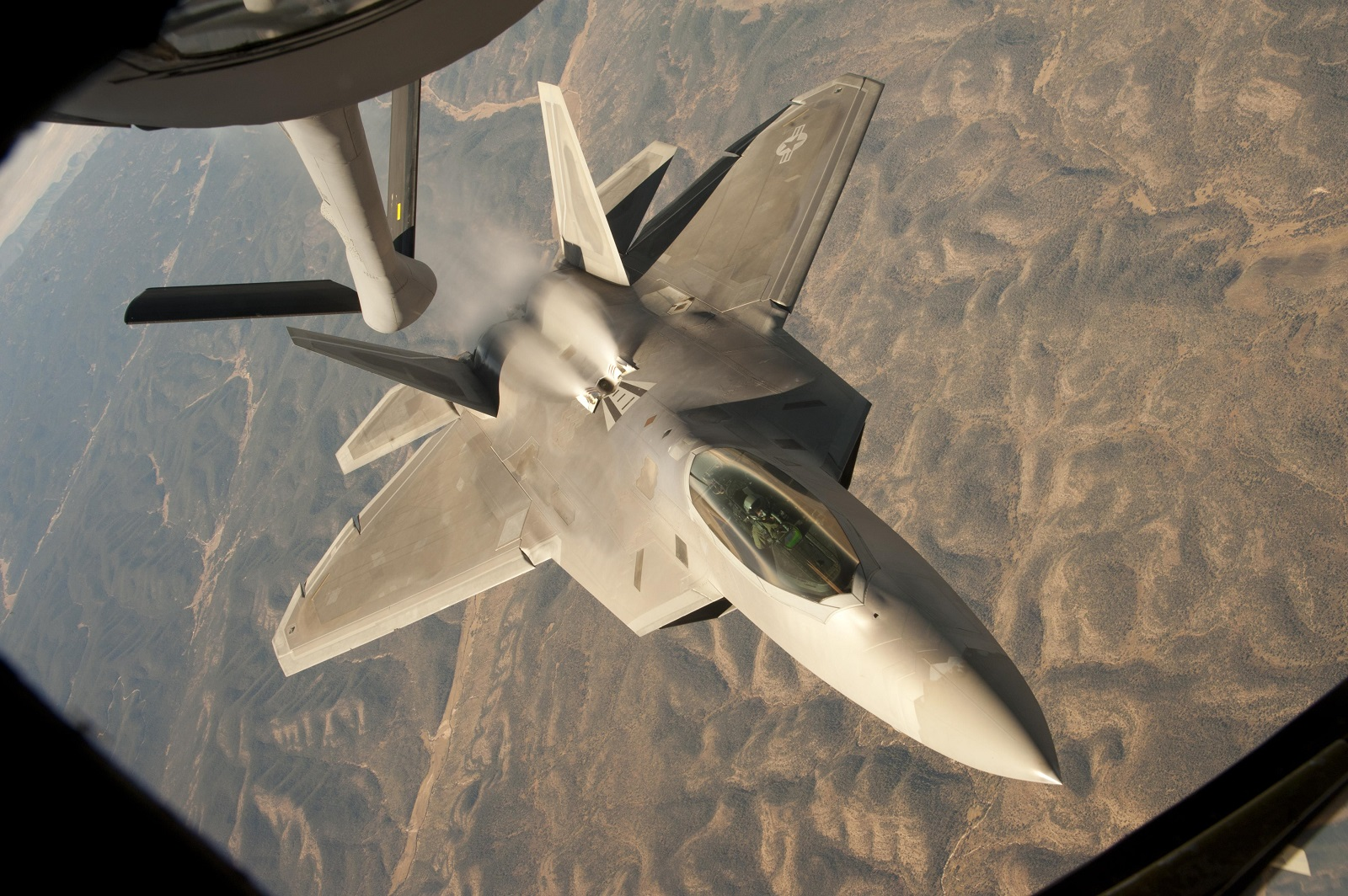 The Air Force Loves the F-22 Raptor. So Why Not Build More of Them?