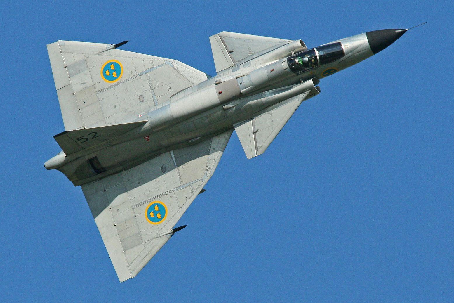 Cold War Showdown: The Swedish JA-37 Viggen vs The SR-71 Blackbird