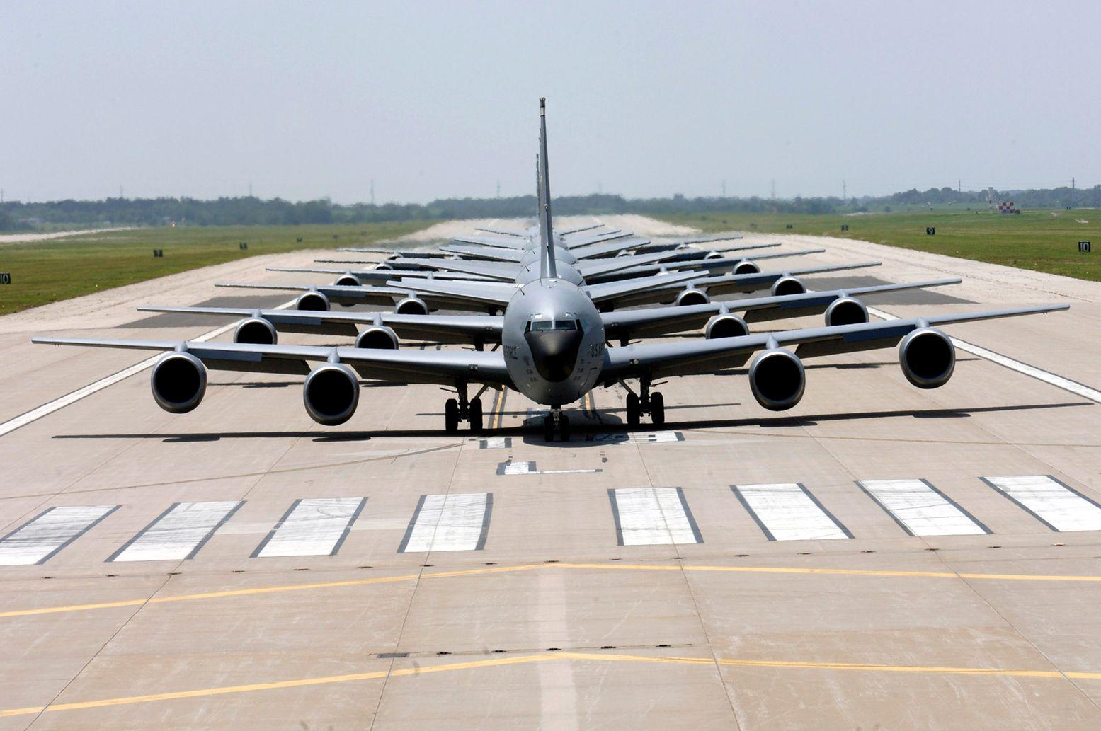 Video Alert: 4 F-22 Raptors All Refuel Mid-flight in Under 10 Seconds