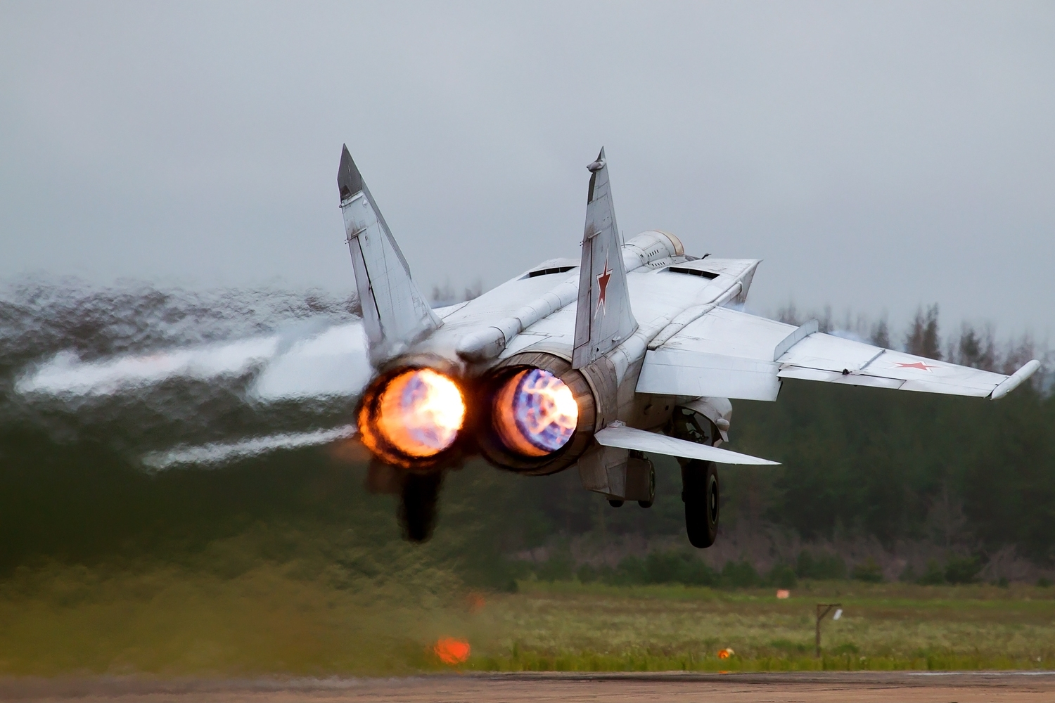 World Record: How One Russian MiG-25 Fighter Reached 123,523 Feet