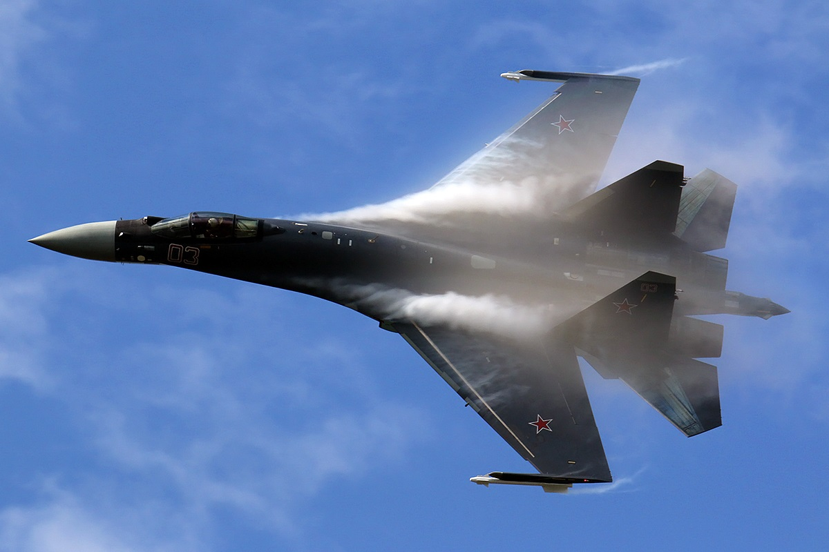 A Russian Su-35 Took a Picture of a Stealth F-22 Raptor (That Might Be a Problem)