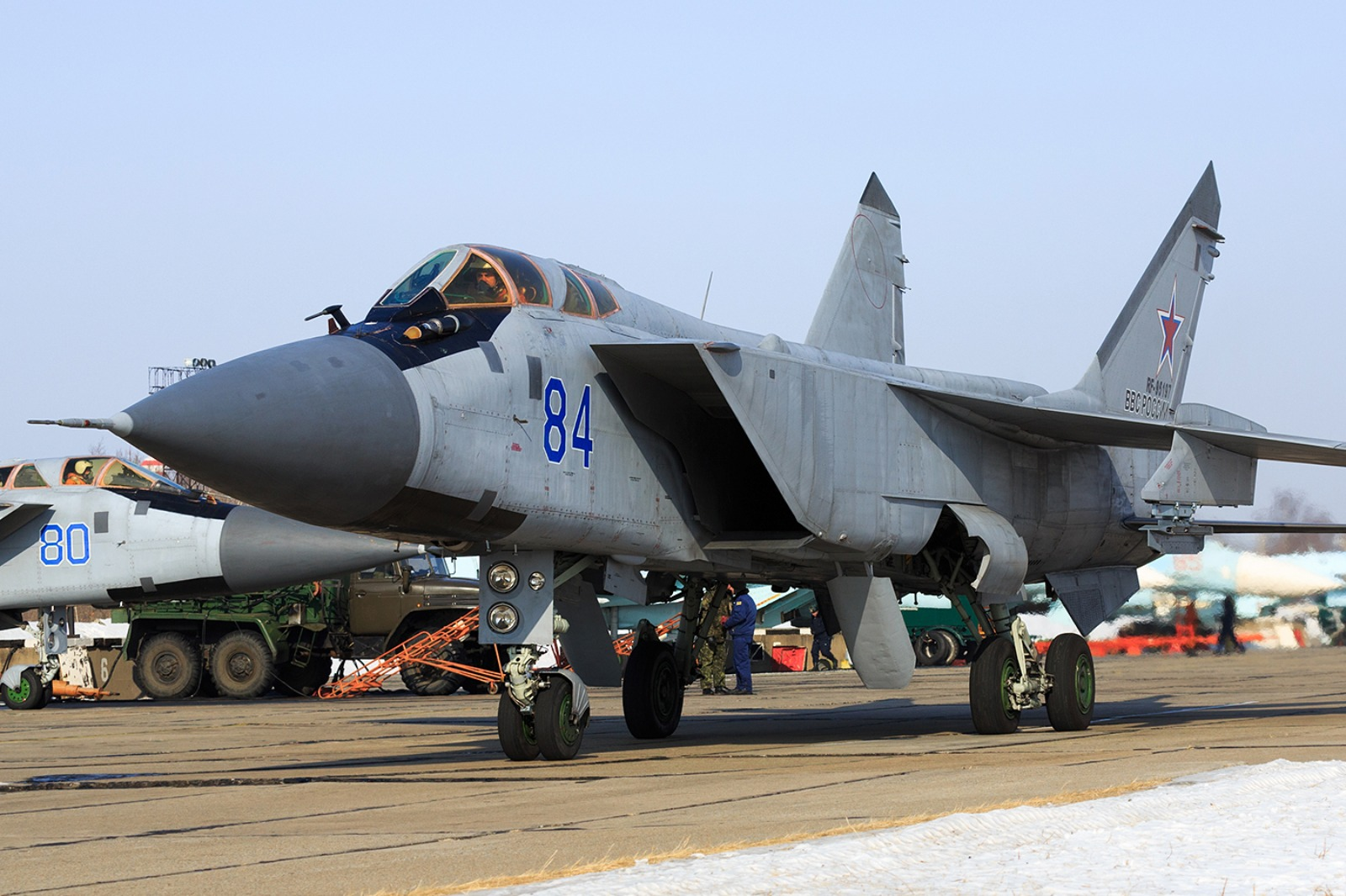 Why are Russian MiG-31 Fighters Firing at Each Other?