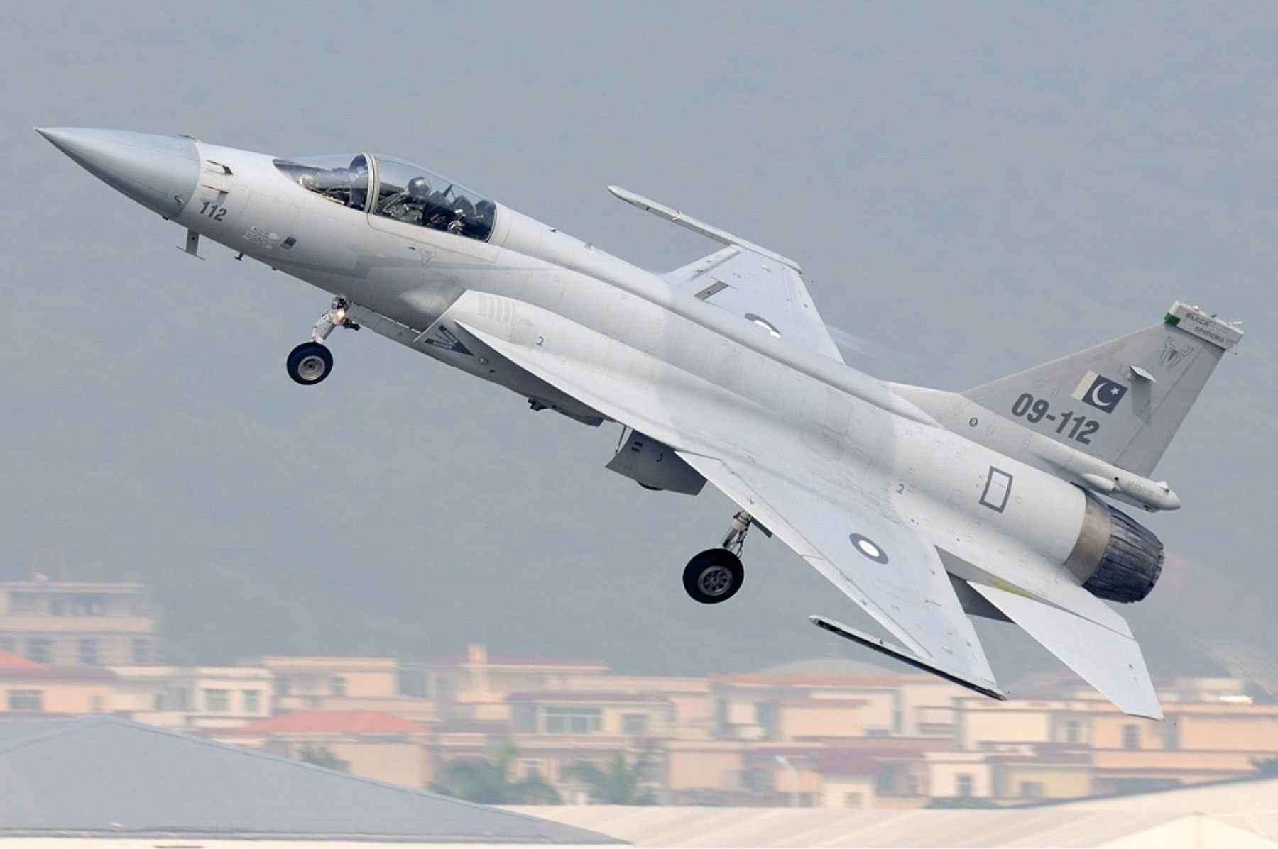 China's JF-17 'Thunder' Jet Has One Big Advantage Over Stealth F ...