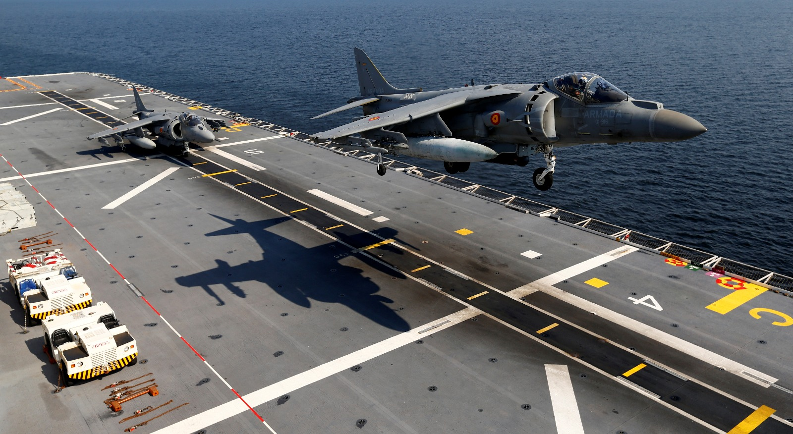 Why The Navy Chose Super Aircraft Carriers Over Medium Aircraft