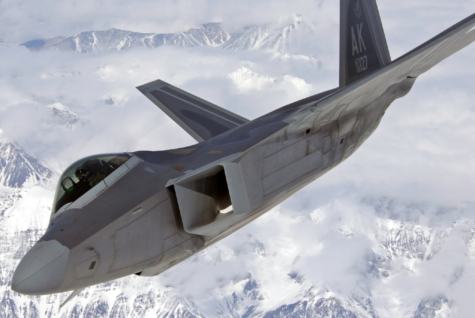 Quantum Radars: China's New Weapon to Take Out U.S. Stealth Fighters (Like the F-22)?